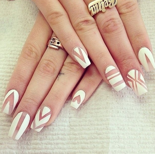 Fashionable white coffin nails with stripes heart