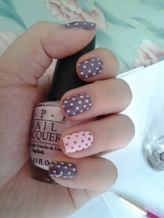 Pink and gray polka dots nails for Autumn